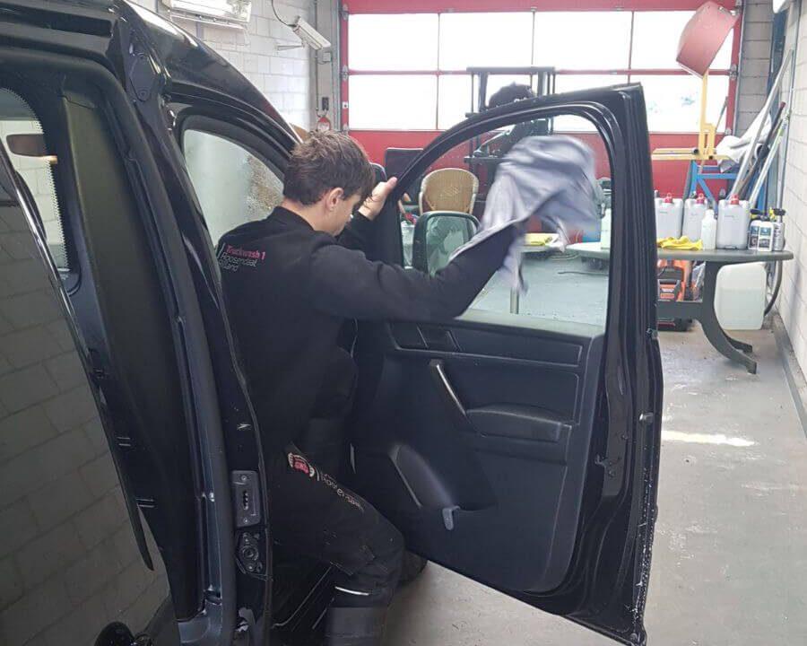 interieur auto of vrachtwagen schoonmaken