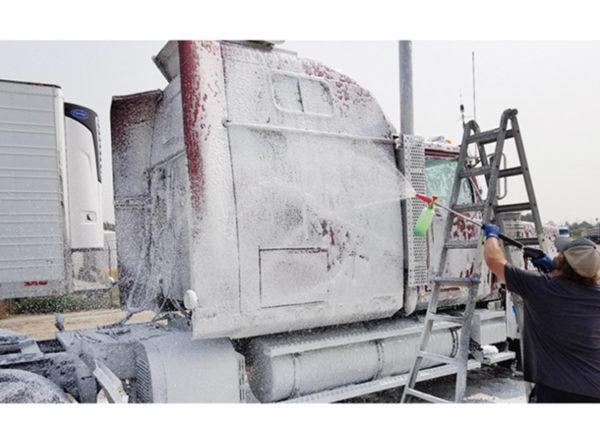 Snow Foam cannon in gebruik